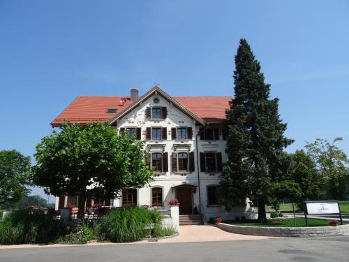 Hotel Pictures: Landhaus Vier Jahreszeiten, Eriskirch