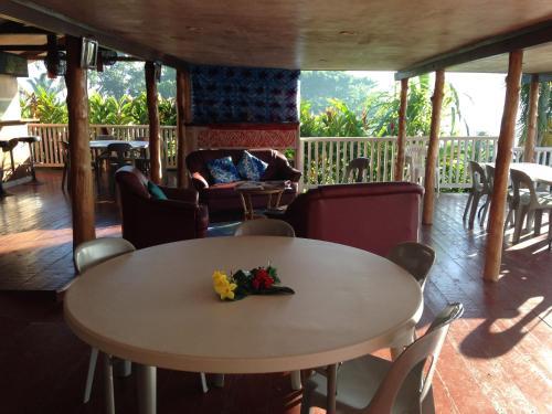 Apaula Heights Lounge