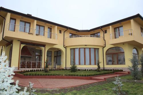 Hotel Pictures: Guest House Dobrotitsa, Dobrotitsa