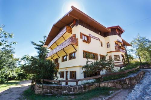 Hotel Pictures: Hotel Las Cascadas, La Cumbrecita