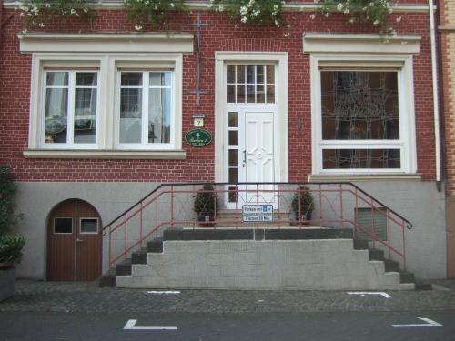 Hotel Pictures: Ferienwohnung und Gästezimmer - Haus Budinger, Alf
