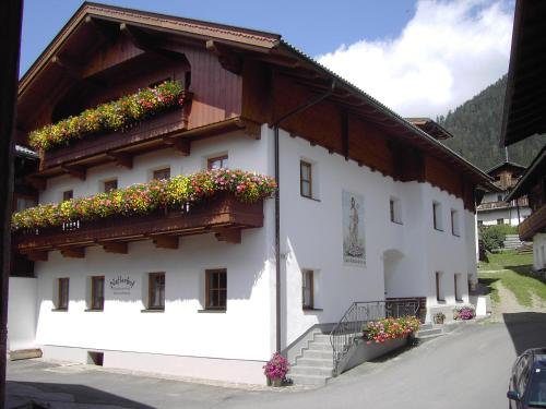 Hotellikuvia: Naflerhof, Obertilliach
