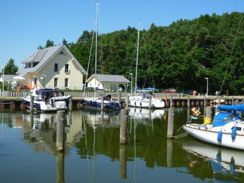 Kapitänsresidenz - Haus direkt am Wasser