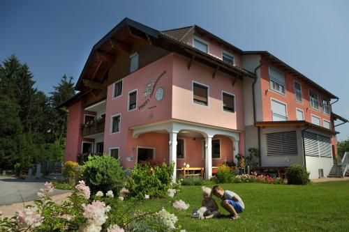 Zdjęcia hotelu: Pirker's Familienpension, Drobollach am Faakersee