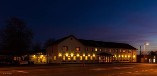 Hotel Pictures: Sdr. Omme Kro & Hotel, Sønder Omme