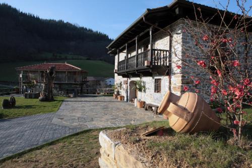 Hotel Pictures: Casona de El Castañíu, Serrapio