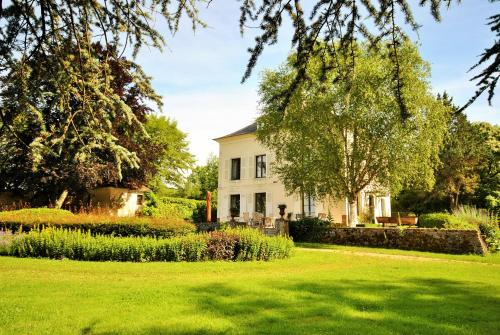 Hotel Pictures: , Saint-Sauveur-en-Puisaye