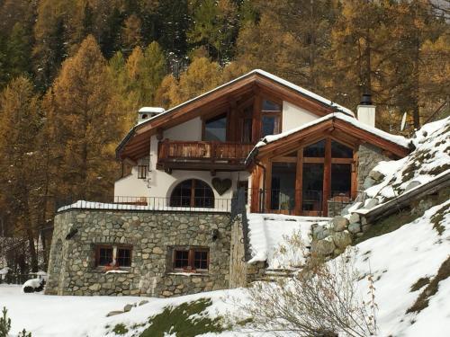 Hotel Pictures: Chalet Chesarina, La Punt-Chamues-ch