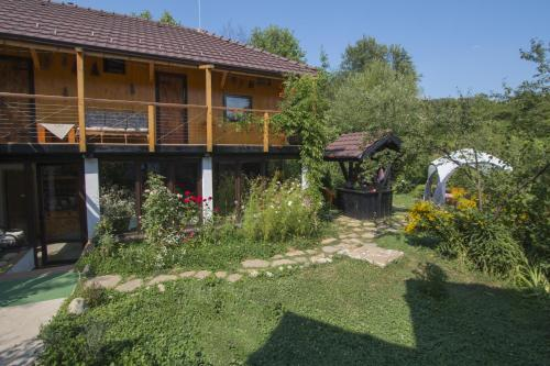 Hotel Pictures: Countryside Houses Golets, Golets
