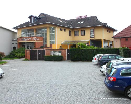 Hotel Pictures: , Otrokovice