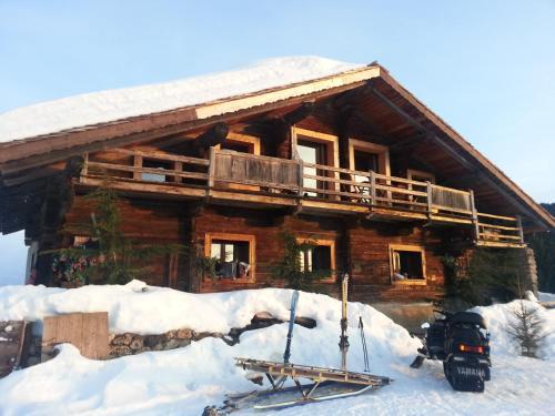 Hotel Pictures: Chalet La Montagne, Crest-Voland