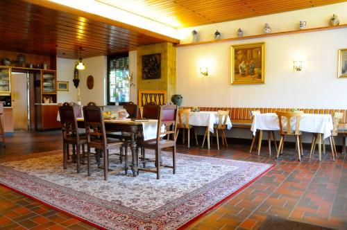 Hotel Pictures: Gästehaus Am Herrenberg, Kesten
