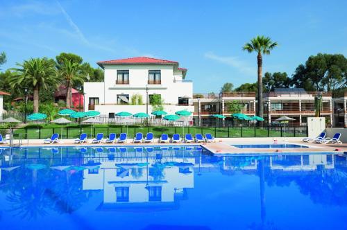 Hotel Pictures: Belambra Hotels & Resorts Saint-Raphael - Les Chênes Verts, Saint-Raphaël