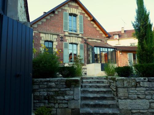 Hotel Pictures: Fab House - Les Maisons Fabuleuses, Senlis