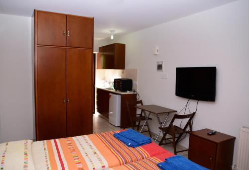 Hotel Pictures: Tsolakis Flats, Agros