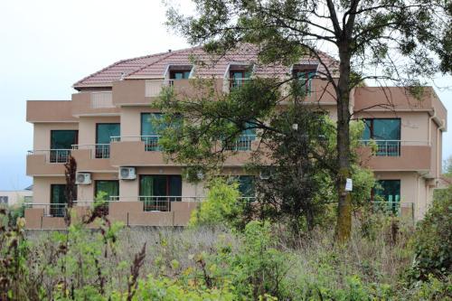 酒店图片: Tangra Guest House, Arapya