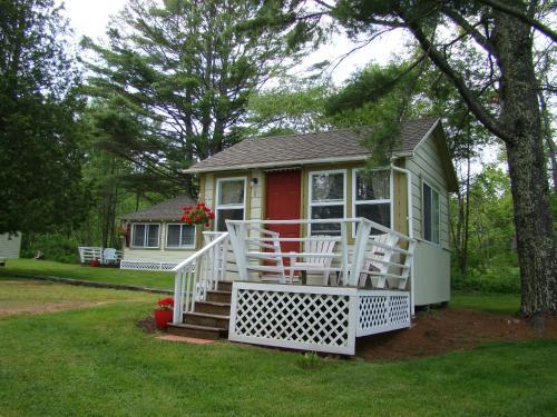 Bay Leaf Cottages & Bistro