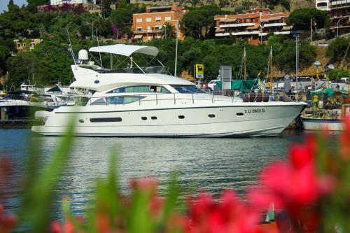Luxury Crewed Yacht Charter 57ft