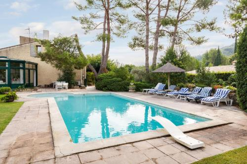 Hotel Pictures: Provencal villa between Alpilles & Luberon, Alleins