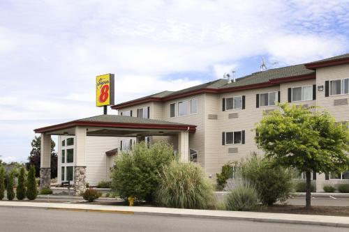 Super 8 Central Point - Medford