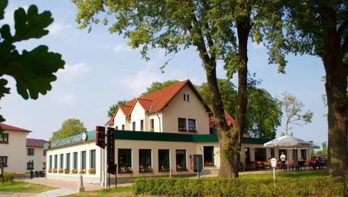 Hotel Pictures: Gasthof & Pension Zum Himmel, Rubenow