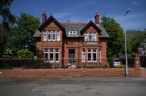Hotel Pictures: Muirholm Bed and Breakfast, Paisley
