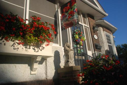 Hotel Pictures: Talwood Manor B&B, Port Colborne