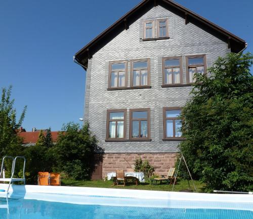 Hotel Pictures: Alte Schule, Tambach-Dietharz