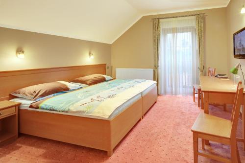 Hotel Pictures: Penzion Harmonie, Žlutice