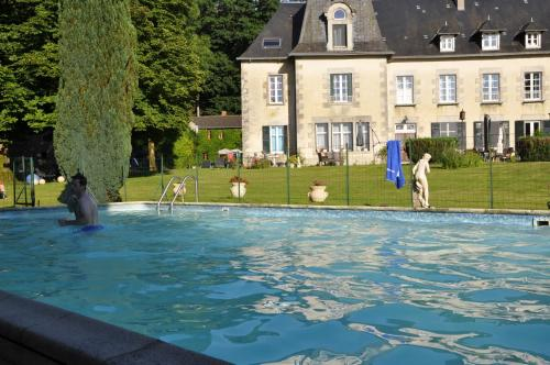 Hotel Pictures: Gìtes Château de Beauvais, Saint-Amand-Jartoudeix