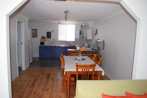 Hotellikuvia: Aly's Cottage, Broken Hill