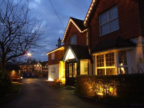 Hotel Pictures: Corner House Hotel Gatwick, Horley