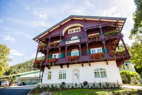 Hotellikuvia: Hotel Schneeberghof, Puchberg am Schneeberg