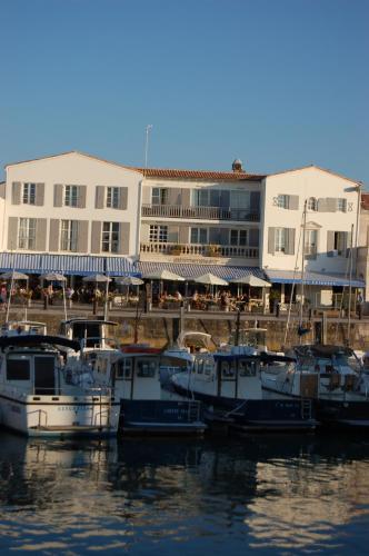 Hotel Les Colonnes Saint-Martin de R�