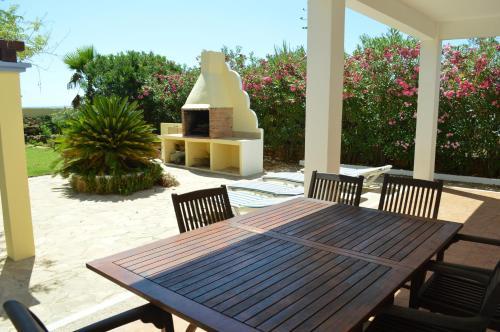 Hotel Pictures: Garden Apartment, Es Cana