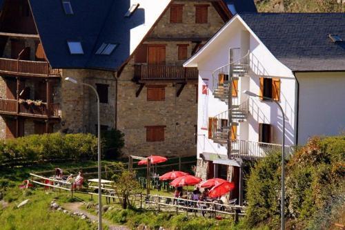Hotel Pictures: Refugio Juli Soler i Santalo, Salardú