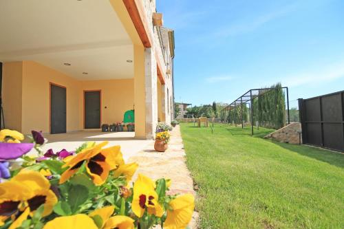 Hotel Pictures: Can Jardi, Sant Mori