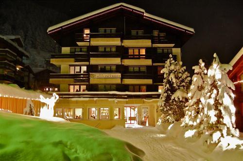 Hotel Pictures: Hotel Garni Jägerhof, Saas-Fee