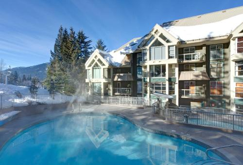 Hotel Pictures: Woodrun Lodge by Whistler Accommodation, Whistler