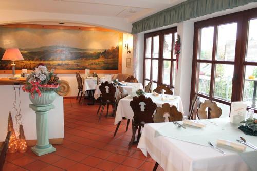 Hotel Pictures: Landgasthof Hotel Zur Linde, Gemünden