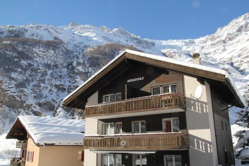 Hotel Pictures: Ferienwohnungen Wallis - Randa bei Zermatt, Randa