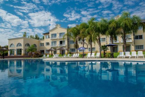 Howard Johnson Pilar Resort Spa & Convention Center