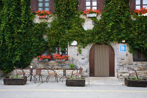 Hotel Pictures: Hostal Almadiero, Burgui