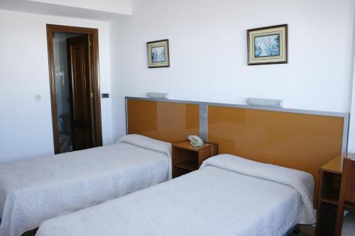 Hotel Pictures: Hostal Liste Station, A Coruña