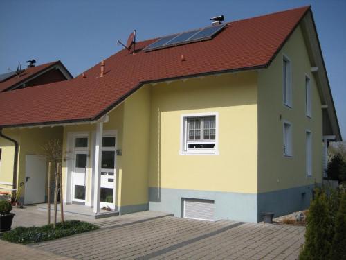 Hotel Pictures: Ferienwohnung am Feldrand, Neuried