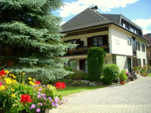 Hotellikuvia: Gästehaus Pirker, Döbriach