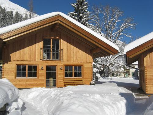 Фотографии отеля: Ferienhütten Lechtal Chalets, Эльбигенальп