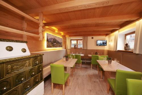 Hotel Pictures: Premium Chalet Andrea, Leogang
