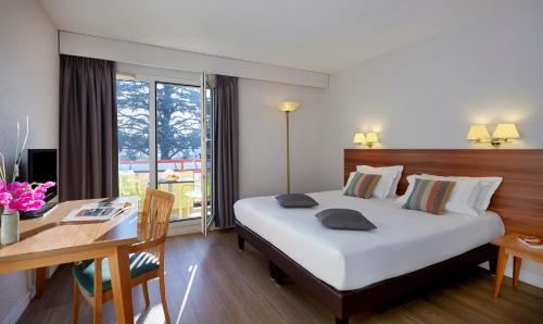 Hotel Pictures: , Ferney-Voltaire