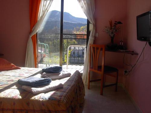 Hotel Pictures: Hostal Escarla, Aren